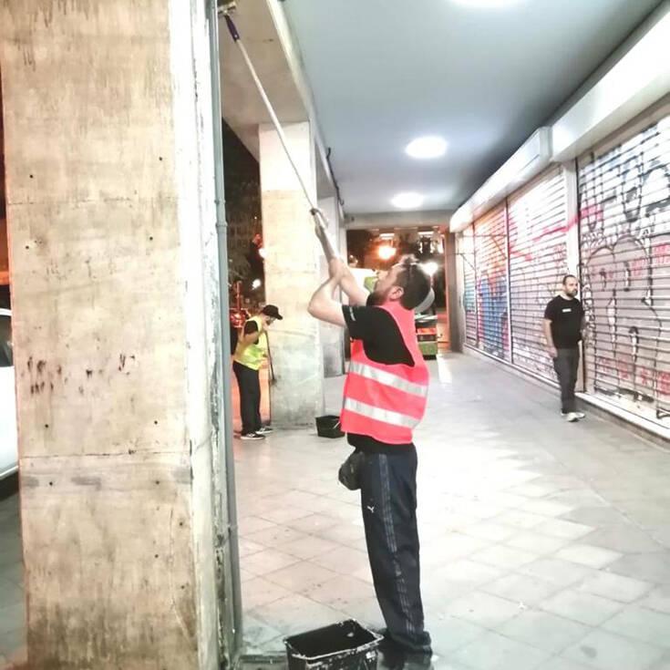 Δήμος Αθηναίων: Επιχείρηση αντιγκράφιτι στην οδό Αθηνάς