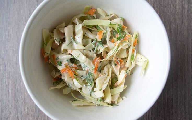 Σαλάτα λάχανο – καρότο με σως γιαουρτιού