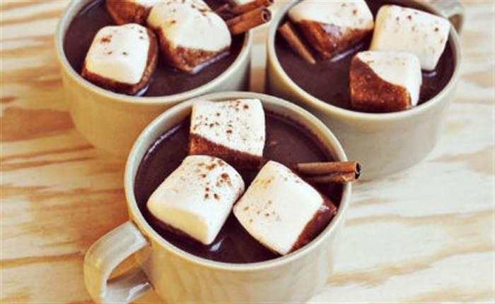 Ζεστή σοκολάτα με μέντα και marshmallows