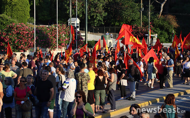 Εικόνες από τη συγκέντρωση του ΚΚΕ στο Σύνταγμα ενάντια στο νομοσχέδιο για τις διαδηλώσεις