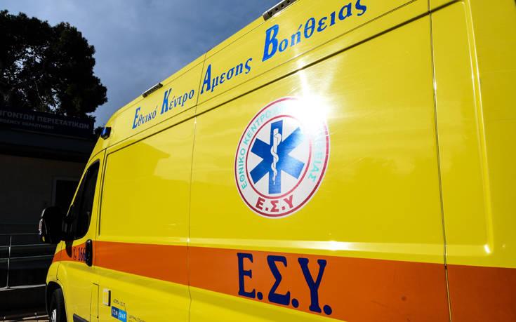 Τροχαίο στην Κρήτη: Μετωπική σύγκρουση αυτοκινήτων έστειλε στο νοσοκομείο τρία άτομα
