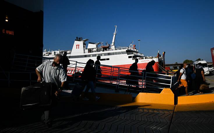 Αυξημένη από το πρωί η κίνηση στο λιμάνι του Πειραιά –  23 δρομολόγια σήμερα