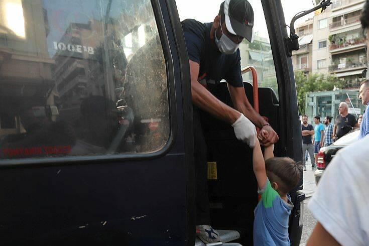Σε Σκαραμαγκά και Σχιστό μεταφέρθηκαν πρόσφυγες από την πλατεία Βικτωρίας