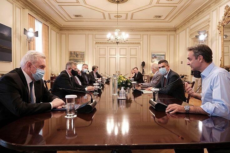 Σύσκεψη υπό Μητσοτάκη το πρωί της Δευτέρας για τον κορονοϊό – Ποια μέτρα είναι στο τραπέζι