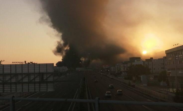 Μεγάλη φωτιά σε εργοστάσιο πλαστικών στη Μεταμόρφωση – Κλειστή η Αθηνών-Λαμίας και στα δύο ρεύματα