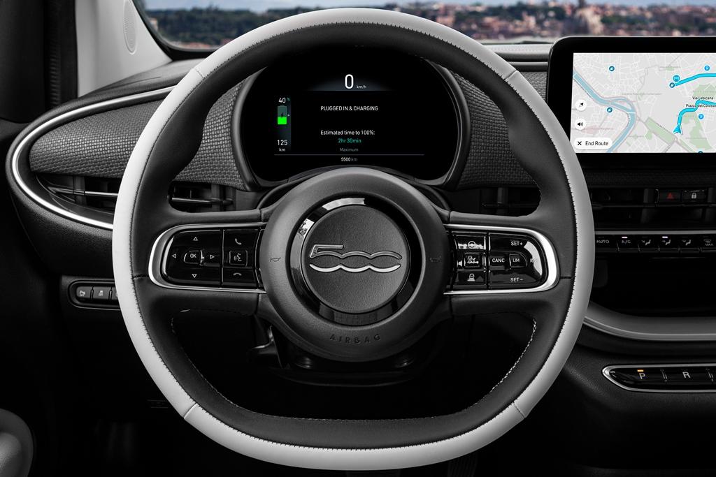Ο Πρόεδρος της Fiat κ. Olivier François έκανε το 1ο test drive του νέου ηλεκτρικού 500