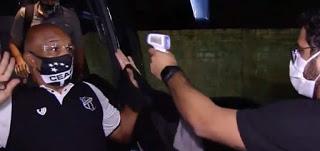 Αιφνιδιάστηκε γιατί μπέρδεψε το θερμόμετρο με πιστόλι!