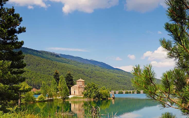 Η «Ελβετία της Κορινθίας» με το απέραντο φυσικό κάλλος