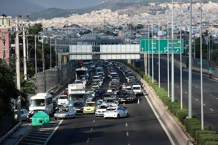 Μεταμόρφωση: Δόθηκε μερικώς η κυκλοφορία των αυτοκινήτων και στα δύο ρεύματα της εθνικής οδού Αθηνών- Λαμίας