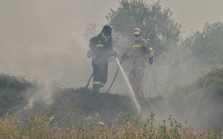 Αναζωπυρώθηκε η φωτιά στα Χανιά – Ισχυροί άνεμοι στην περιοχή
