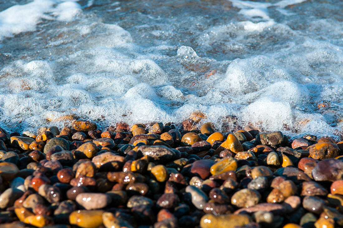 Ελληνικές παραλίες όλο χρώμα και λάμψη