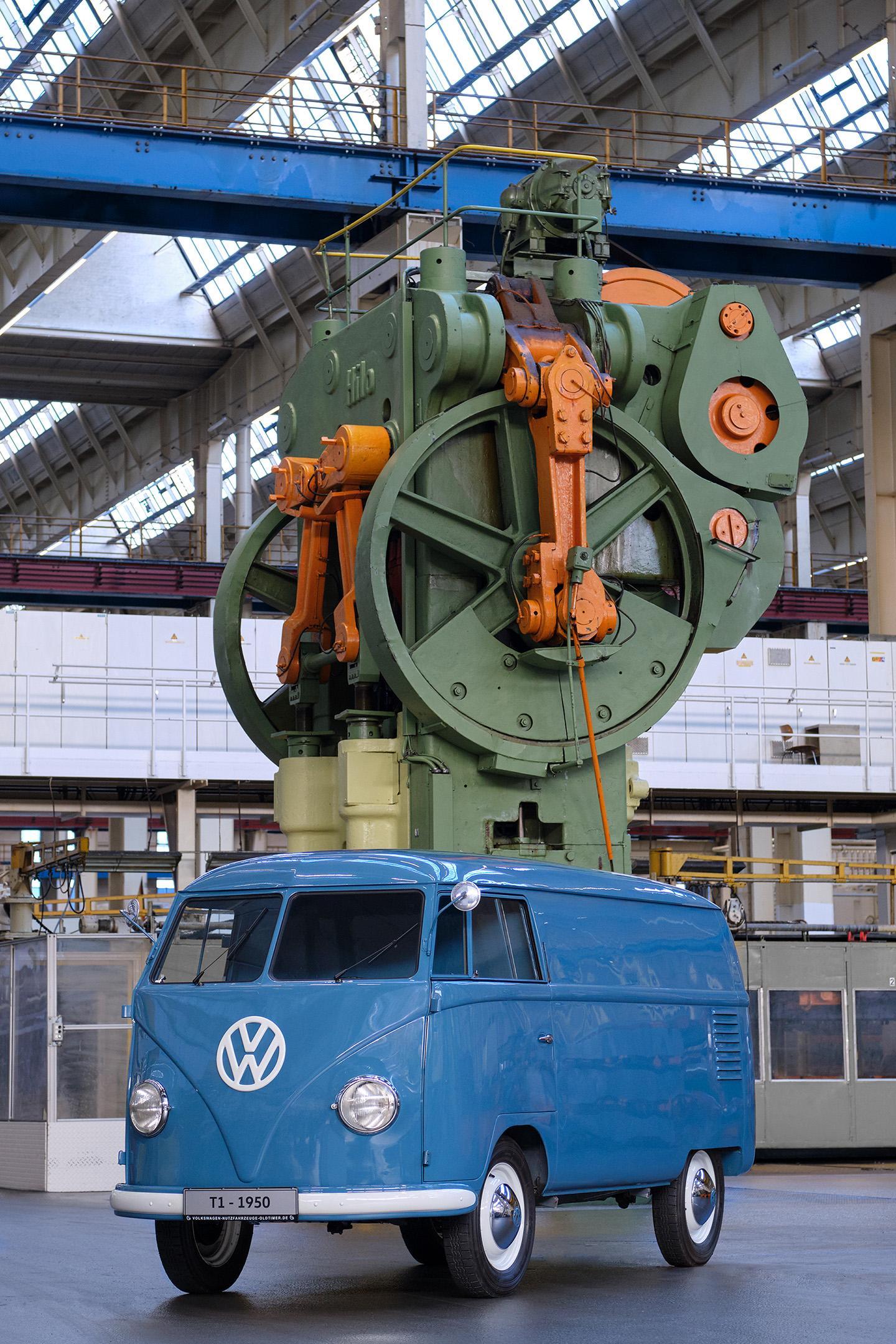 """Το θρυλικό Volkswagen Transporter έγινε …70 ετών- Όλη η """"ιστορία"""" του"""