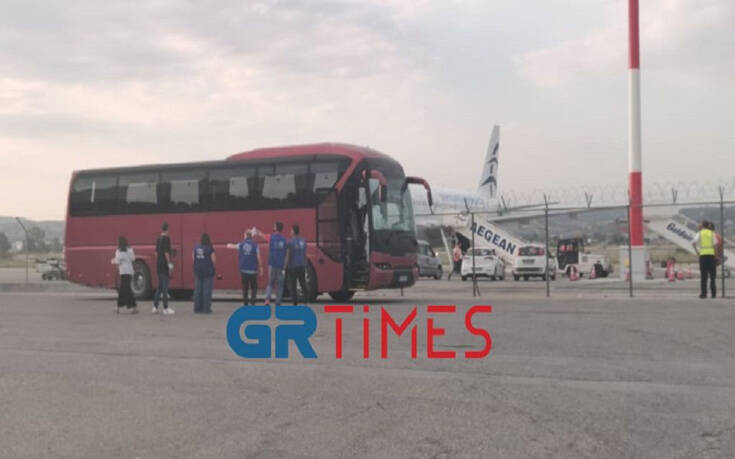 Έφτασε στη Θεσσαλονίκη η τρίτη πτήση με προσφυγόπουλα από τη Μόρια