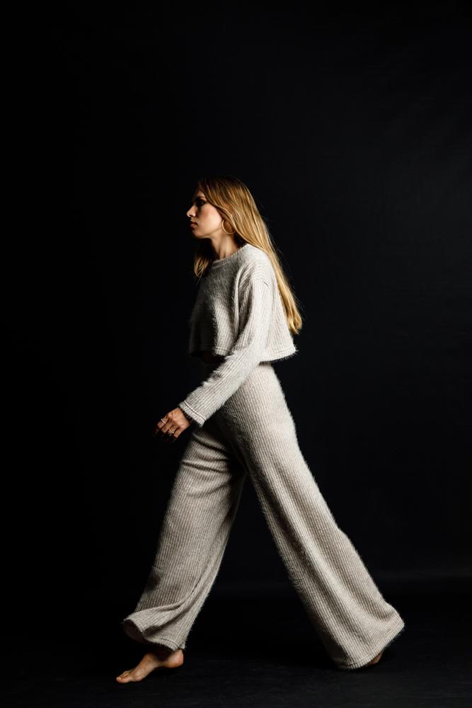 Ένα νεοσύστατο fashion brand μας δείχνει τη «ρομαντικά σκοτεινή» πλευρά της μόδας