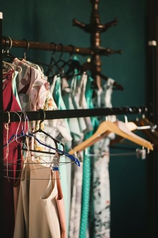 Πώς θα αποθηκεύσεις σωστά τα καλοκαιρινά σου ρούχα;