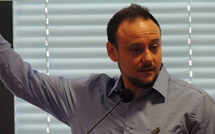 Την παραίτηση Μαγιορκίνη από την επιτροπή εμπειρογνωμόνων για τον κορονοϊό ζητά ο ΣΥΡΙΖΑ
