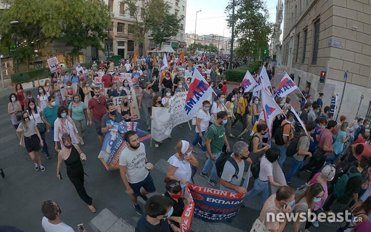 Εικόνες από το πανεκπαιδευτικό συλλαλητήριο στο κέντρο της Αθήνας: Κλειστή η Σταδίου