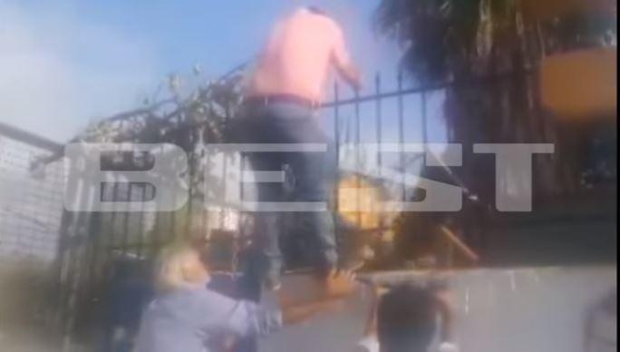 Καλαμάτα: Πατέρας πάει να μπει μέσα σε κατάληψη και του ρίχνουν καρέκλες [βίντεο]