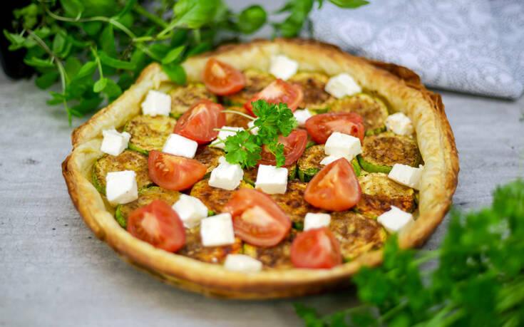 Αλμυρή τάρτα με ντομάτα, κολοκύθι και κατσικίσιο τυρί