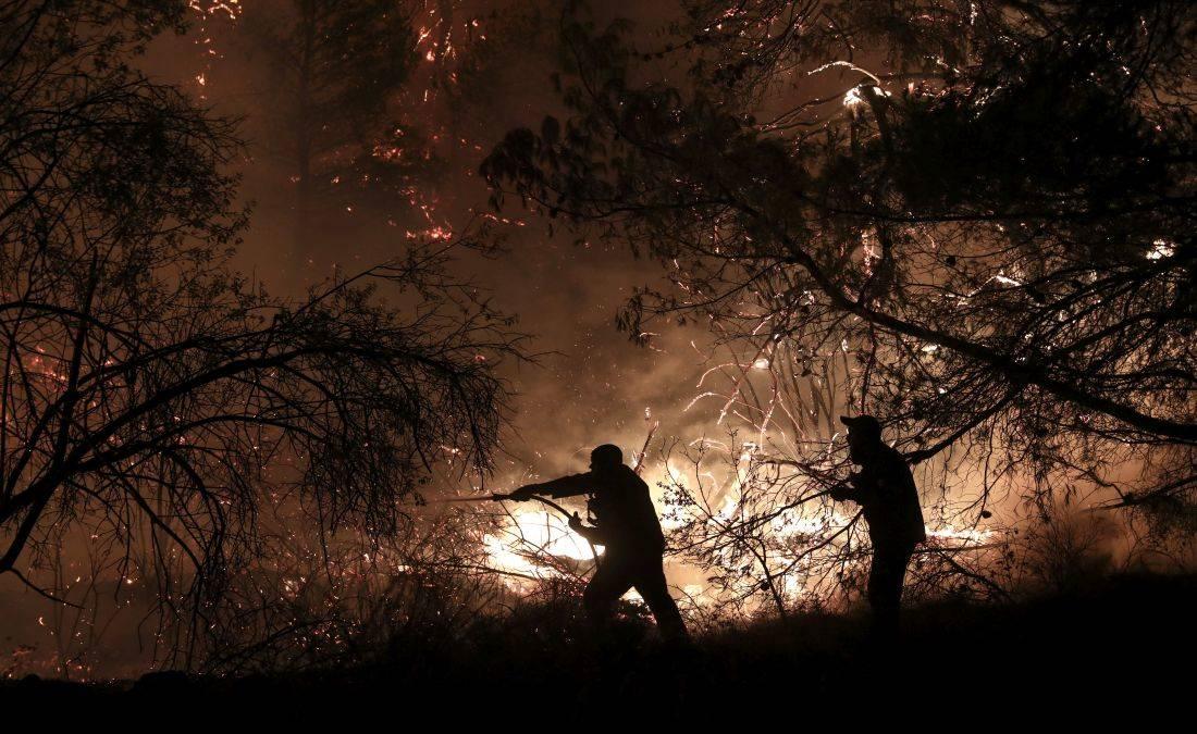 Μεγάλη πυρκαγιά στην Κεφαλονιά: Εκκενώνεται το χωριό Καπανδρίτι