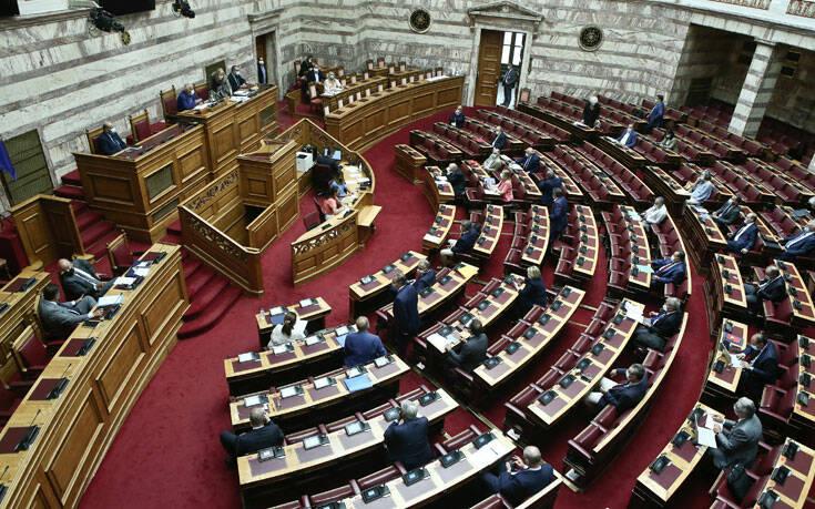 Υπερψηφίστηκαν στη Βουλή οι επίμαχες τροπολογίες για τα εργασιακά