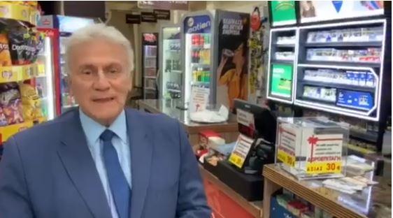 Ο Παναγιώτης Ψωμιάδης άνοιξε ψιλικατζίδικο και πρωταγωνιστεί στο διαφημιστικό σποτ