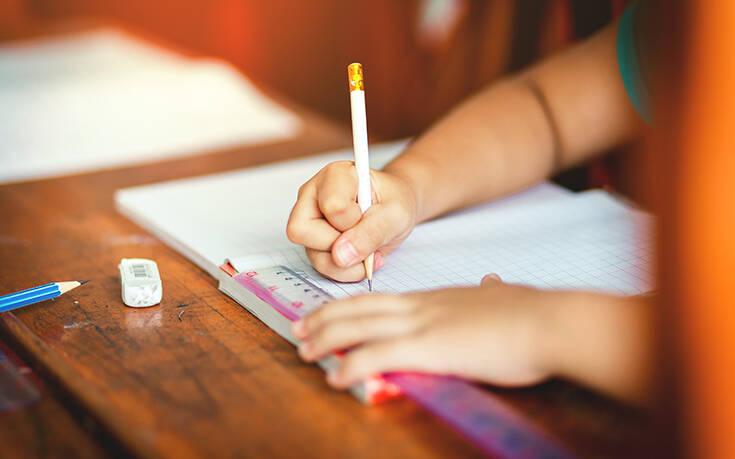 Κορονοϊός: Τηλεκπαίδευση για τα σχολεία που έχουν αναστείλει τη λειτουργία τους – Η λίστα από το υπουργείο Παιδείας