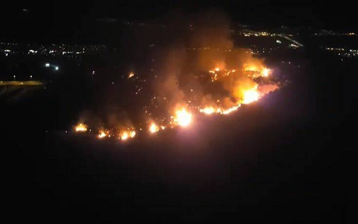 Ανεξέλεγκτη η φωτιά στην Πάτρα απειλεί κατοικημένες περιοχές