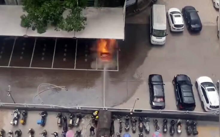 Δείτε καρέ καρέ την έκρηξηστο κινέζικο ηλεκτρικό αυτοκίνητο