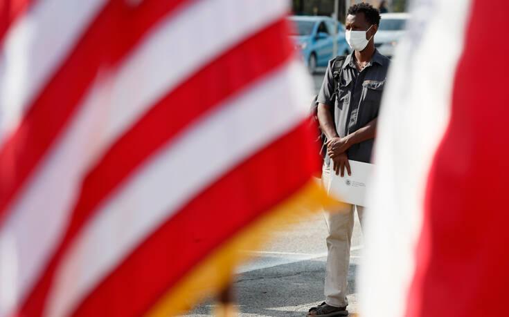 Σαρώνει ο κορονοϊός στις ΗΠΑ: Περίπου 800 νεκροί ημερησίως – Προειδοποίηση για «το χειρότερο φθινόπωρο»