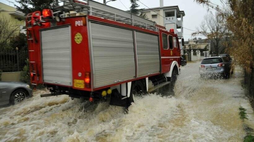 Κακοκαιρία Ιανός: Πλημμύρες στα Λουτρά Ωραίας Ελένης στην Κορινθία