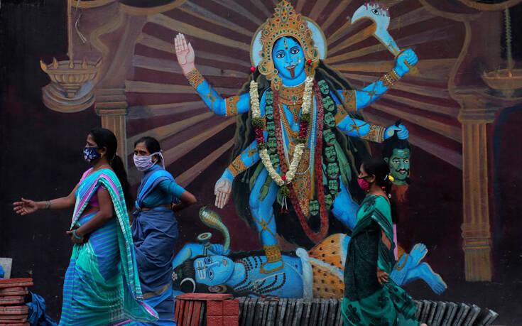 Αγγίζουν τα οκτώ εκατομμύρια τα κρούσματα κορονοϊού στην Ινδία