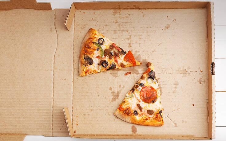 Το κόλπο για να κάνεις τα περισσεύματα της πίτσας και πάλι λαχταριστά