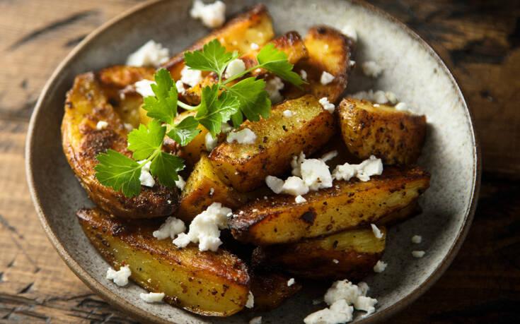 Λεμονάτες πατάτες στο φούρνο με φέτα και θυμάρι