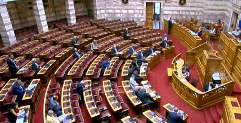 Κορωνοϊός: Νέα μέτρα στη Βουλή μετά το τρίτο κρούσμα