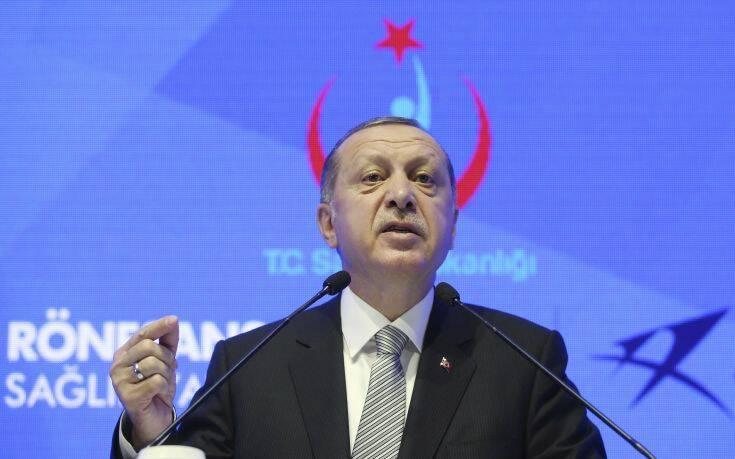 Έξαλλος ο Ερντογάν: Κακομαθημένη η Ελλάδα, ψυχοθεραπεία χρειάζεται ο Μακρόν