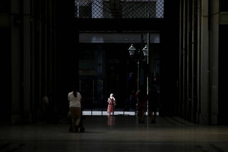 Τρία νέα μέτρα – εμπόδιο στην καραντίνα: Η ημερομηνία «κλειδί» και η ανησυχία των ειδικών