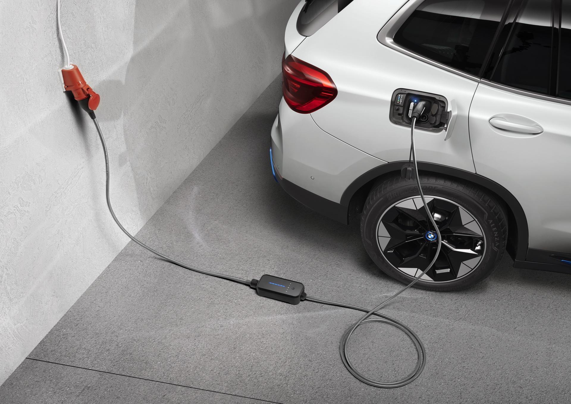 Τρόμος για 26.700 ιδιοκτήτες plug-in υβριδικών μοντέλων BMW–Κίνδυνος πυρκαγιάς λόγω φόρτισης- Ξεκίνησαν οι ανακλήσεις