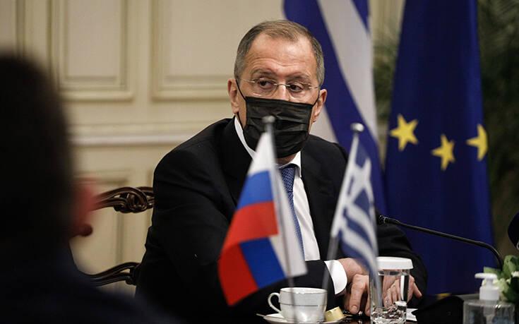 Ικανοποίηση από την επίσκεψη Λαβρόφ στην Αθήνα – Τι αναφέρουν διπλωματικές πηγές