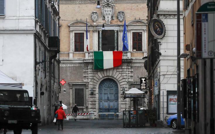 Δεν θέλει νέα lockdown η Ιταλία – Έρχονται νέα μέτρα με μείωση του ωραρίου σε καφέ και εστιατόρια