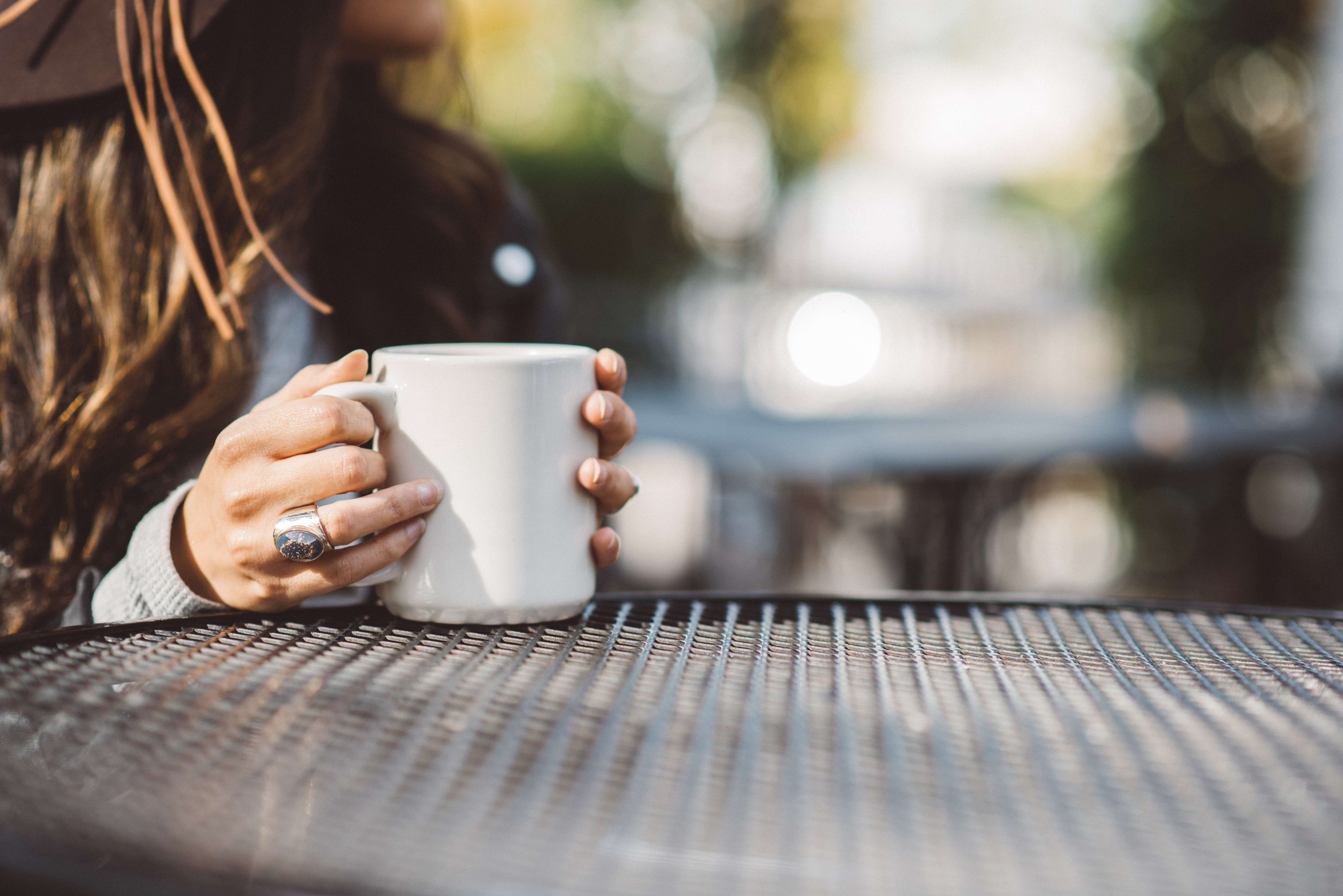Tρεις εκκεντρικοί και ασυνήθιστοι τρόποι για να καθαρίσεις τον λεκέ από καφέ