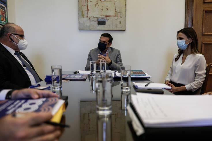 Τσίπρας: Η κυβέρνηση νομοθετεί επισπεύδοντας την άμεση πτώχευση και τη ρευστοποίηση περιουσιών