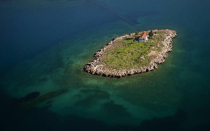 Το λιλιπούτειο νησί στον κόλπο της Ιτέας