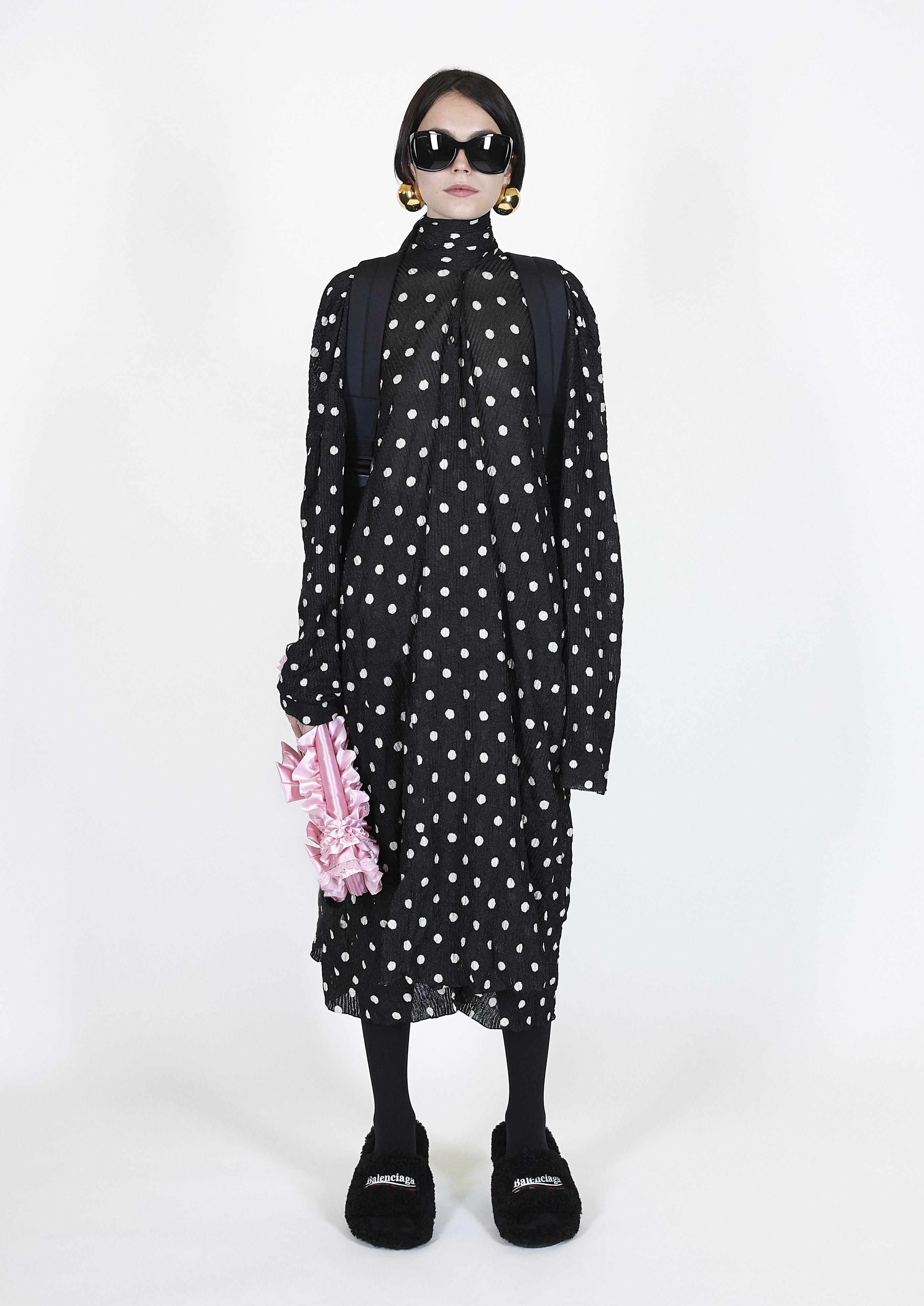 Το τέλος του glamour: 10 ρούχα που μας δείχνουν πώς η πρακτικότητα είναι το μέλλον της μόδας