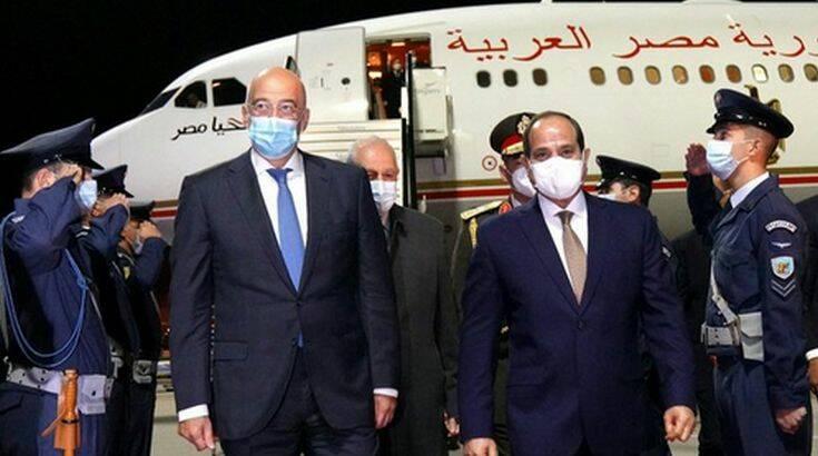 Στην Αθήνα ο πρόεδρος της Αιγύπτου Φατάχ αλ Σίσι – Τον υποδέχθηκε ο Νίκος Δένδιας