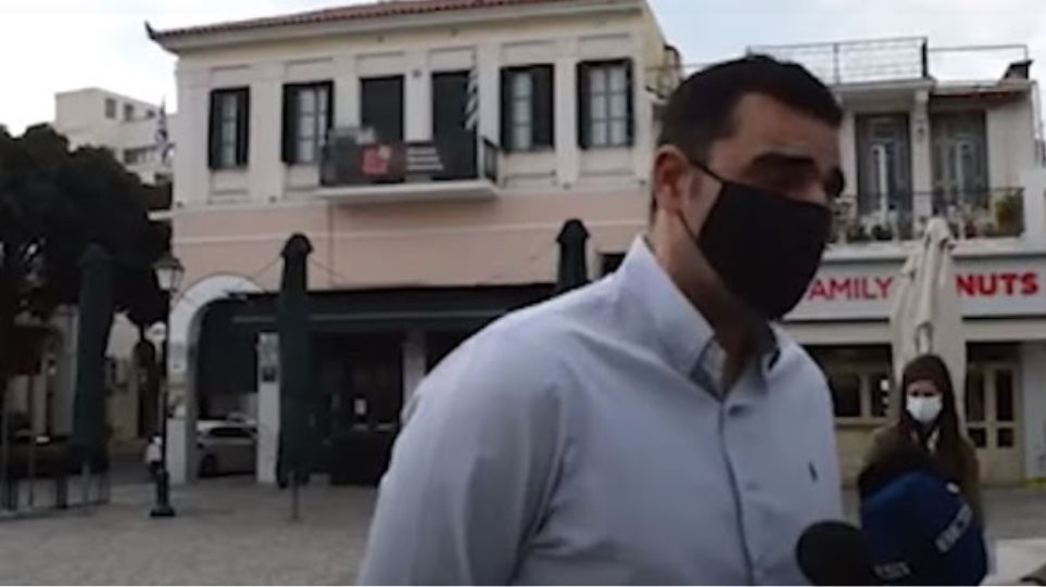 «Παιδί-Παιδεία-Ελευθερία»: Πρώην βουλευτής του ΣΥΡΙΖΑ πετσοκόβει σύνθημα του Πολυτεχνείου