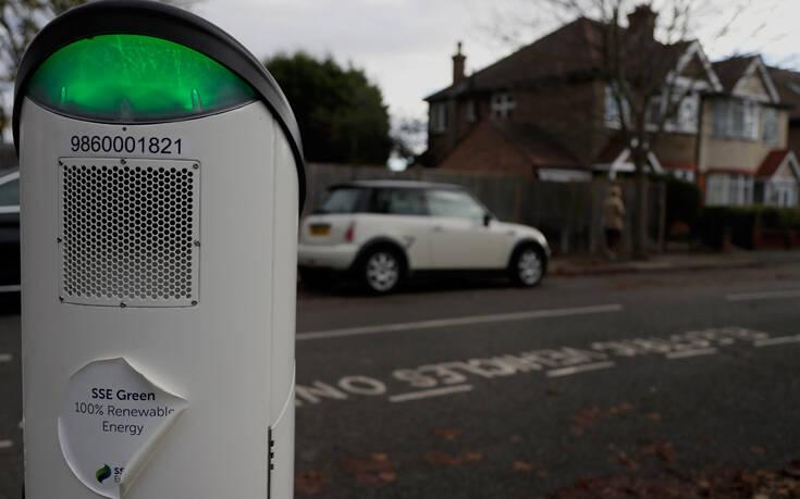 Αγγλία: Πολύ νωρίτερα θα απαγορεύσει την πώληση βενζινοκίνητων και ντίζελ
