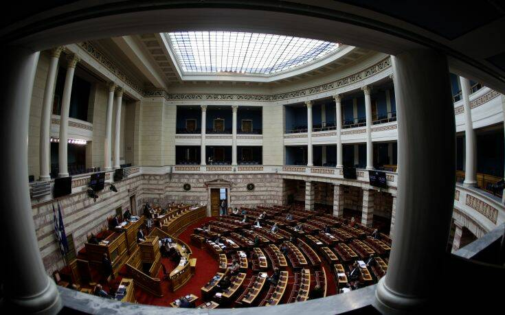 Έντονη αντιπαράθεση στη Βουλή για τις fast track προσλήψεις γιατρών στο ΕΣΥ