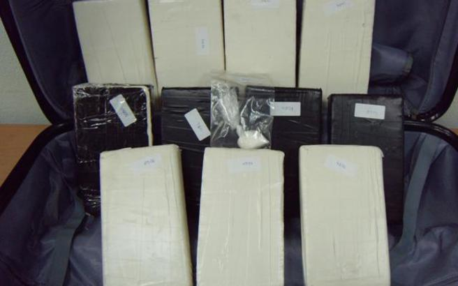 Βρήκαν τρία κιλά κοκαΐνη μέσα σε τουαλέτα αεροσκάφους