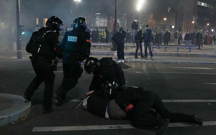 Γαλλία: Διαδηλώσεις κατά του νομοσχεδίου που απαγορεύει τη δημοσίευση φωτογραφιών αστυνομικών εν ώρα υπηρεσίας